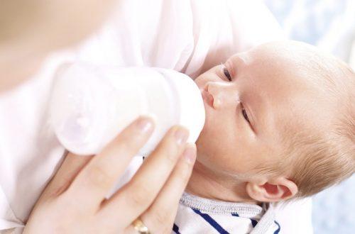 bébé régurgite