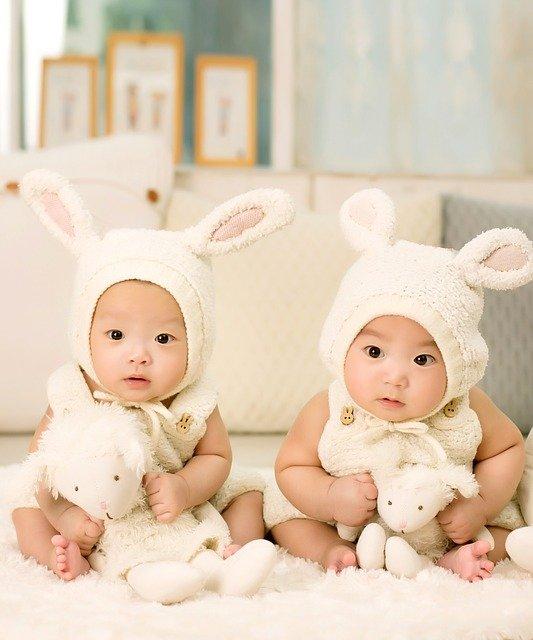 jumeaux habillé pareil